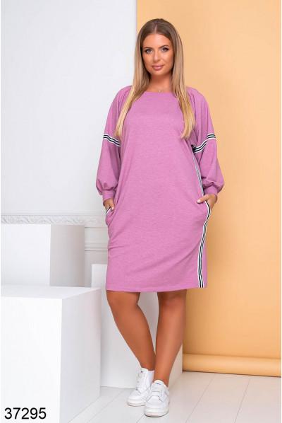 Рожеве практичне плаття в спортивному стилі