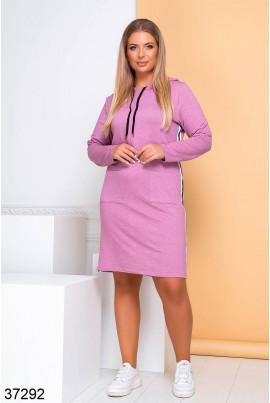 Рожеве практичне плаття в спортивному стилі для повних жінок