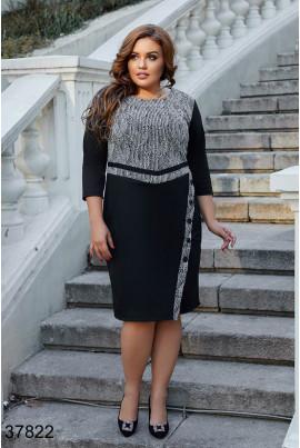 Чорно-сіре лаконічне плаття з гудзиками для повних жінок