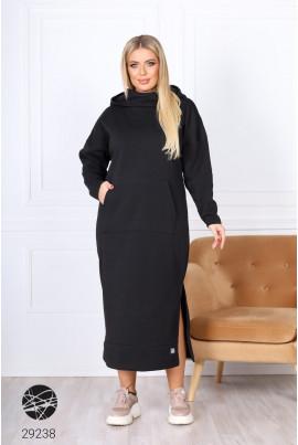 Чорне однотонне тепле плаття з кишенею-кенгуру