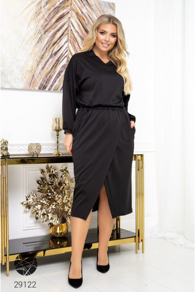 Чорна вишукана сукня на запах для жынок з пишними формами