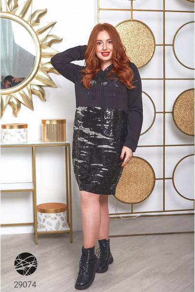 Чорне модне плаття-худі з обробкою паєтками в спортивному стилі