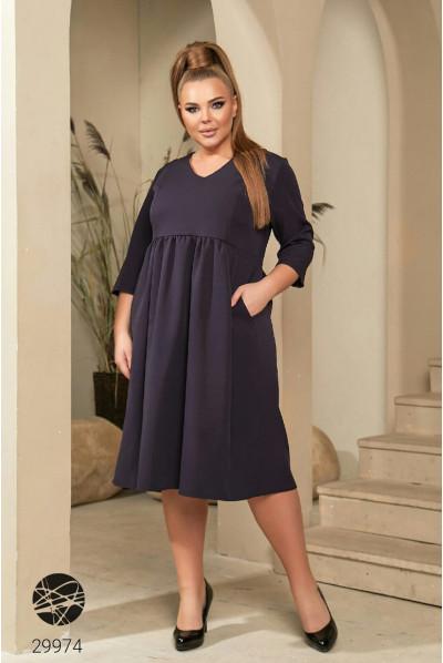 Синє лаконічне плаття з кашенями для повних жінок