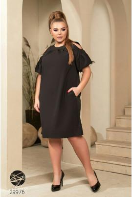 Чорне однотонне плаття з кишенями для повних жінок