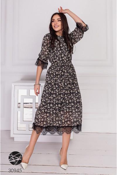 Шифонове плаття міді з бежевим принтом для повних жінок