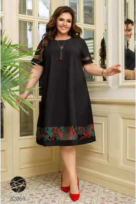 Чорна елегантна сукня з вишивкою для повних жінок