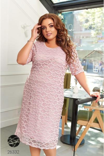Рожева ніжна ошатна сукня для жінок з королівськими формами