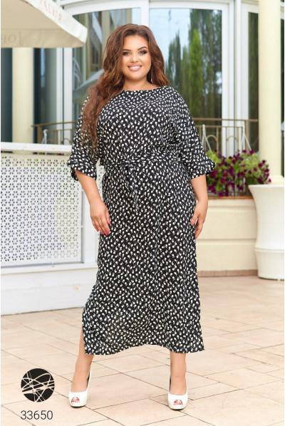Чорна довга приктична сукня для жінок з апетитними формами