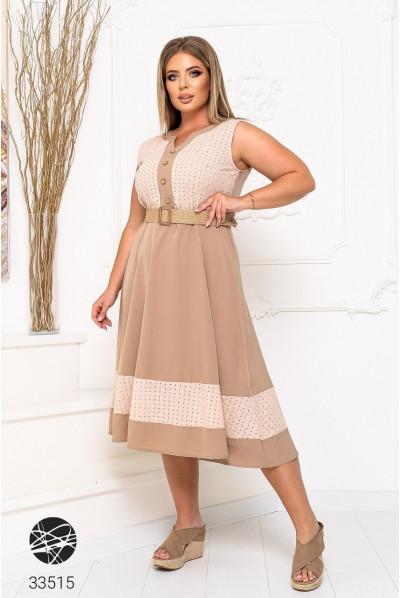 Бежева лаконічна сукня великих розмірів з ремінем