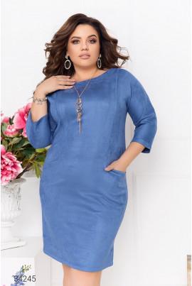 Блакитна ефектне плаття-футляр з прикрасою