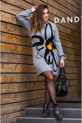 В'язане плаття сірого кольору з яскравою квіткою