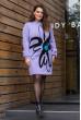 В'язане плаття бузкового кольору з яскравою квіткою