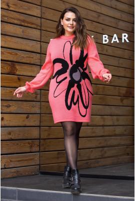 В'язане плаття коралового кольору з яскравою квіткою