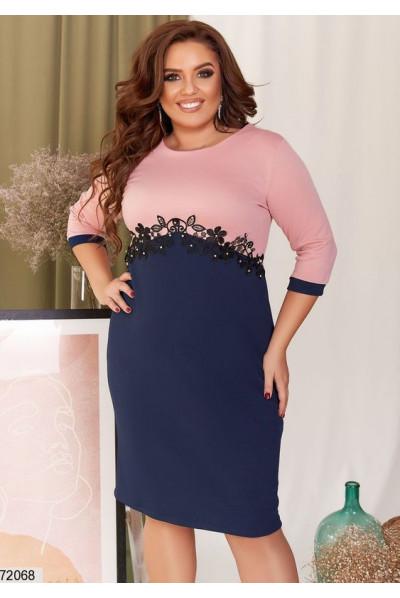 Синьо-рожеве нарядне плаття з перлами великих розмірів