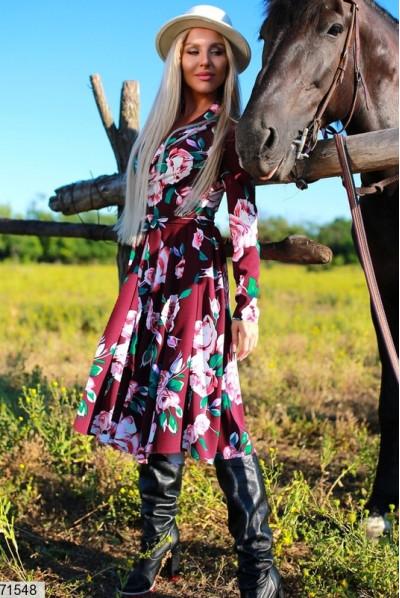 Лаконічне плаття кольору марсала для повних жінок