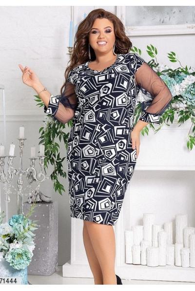 Чорно-біле плаття з абстракцією для жінок з апетитними формами