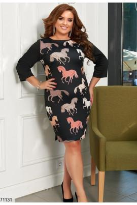 Чорне оригінальне плаття з принтом коней для жінок з апетитними формами