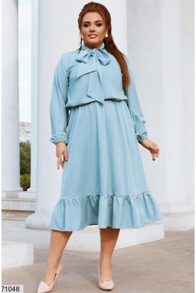 Блакитне ніжне розкішне плаття для жінок з апетитними формами