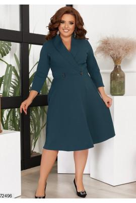Лаконічне плаття кольору пляшка для повних жінок