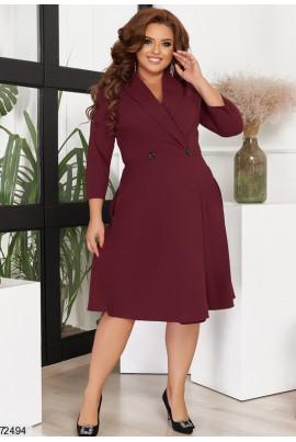 Привабливе модне плаття кольору марсала