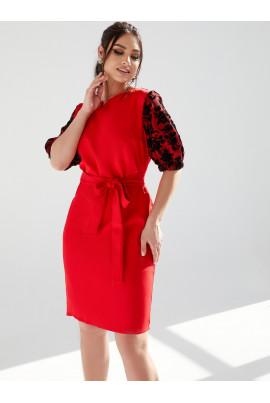 Червоне вишукане жіноче плаття з ажурними вставками