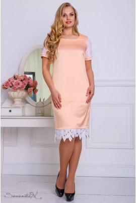 Атласне персикове плаття з мереживом по низу