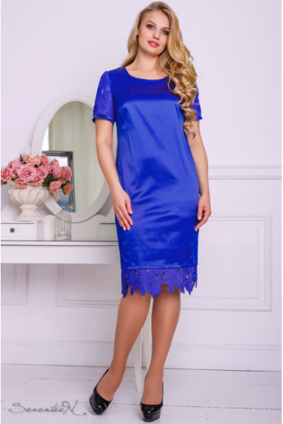 Атласне яскраво-синє плаття з мереживом по низу