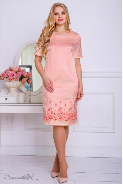Персикове атласне нарядне плаття з вишивкою