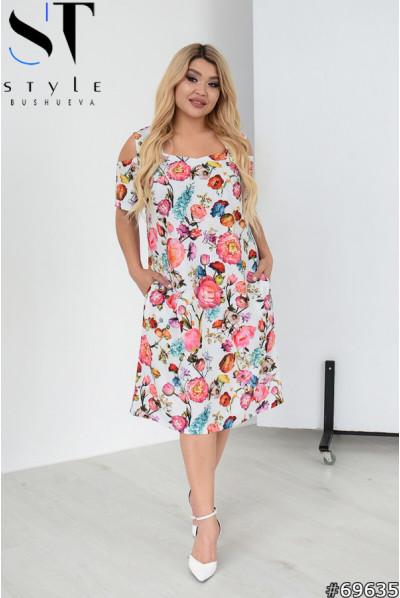 Біла трендова квіткова сукня для жінок з королівськими формами