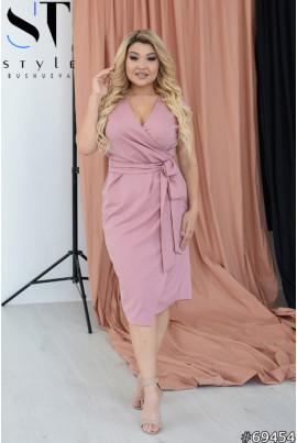 Пудрове ніжне коктейльне плаття королівських розмірів
